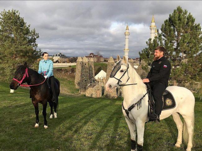 Наиля Аскер-заде на конях
