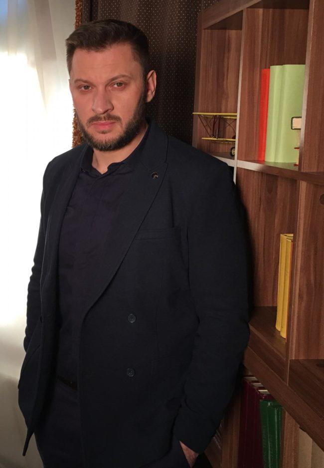 Марк Бартон