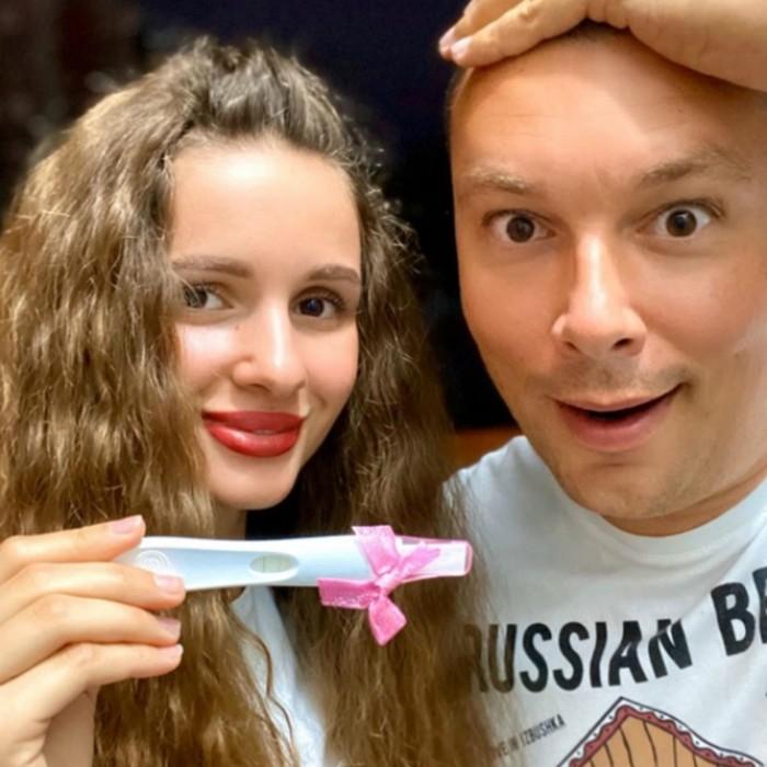 Андрей Чуев и беременная жена