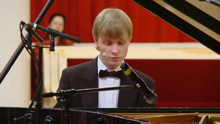 Олег Аккуратов фото