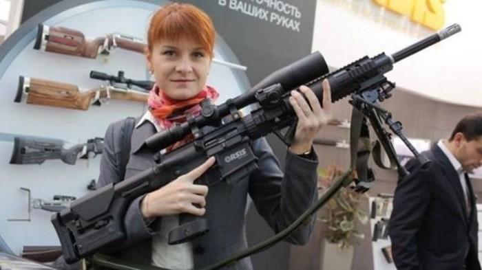 Мария Бутина фото с оружием