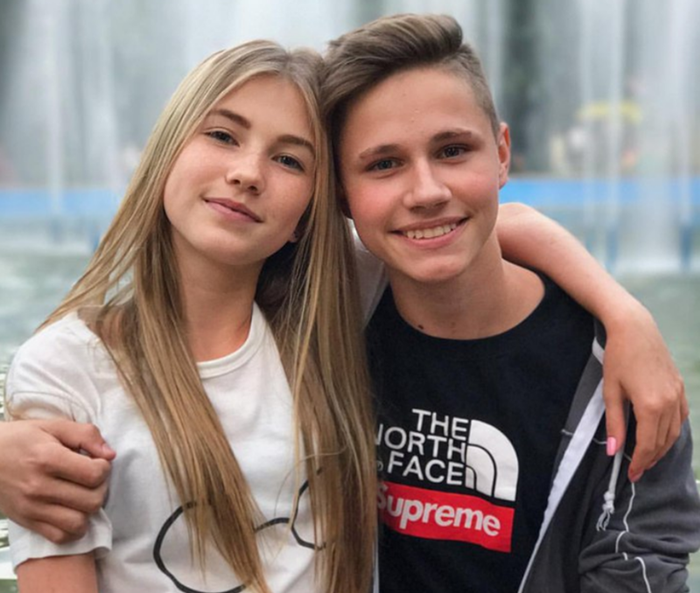 Саша Айс с другом