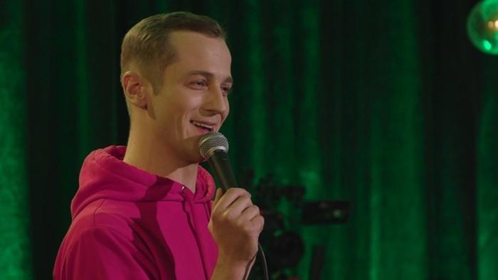 Алексей Рябчиков стендап фото с микрофоном