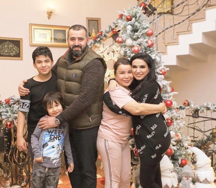 Юлдуз Усманова и семья