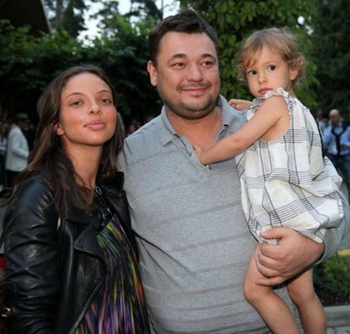 Регина Бурд и муж с ребенком
