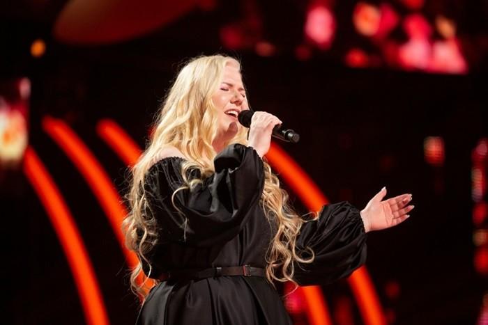 Ксения Бахчалова на шоу голос