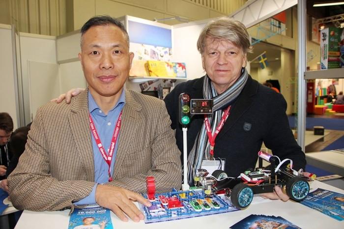 Андрей Бахметьев и коллега фото