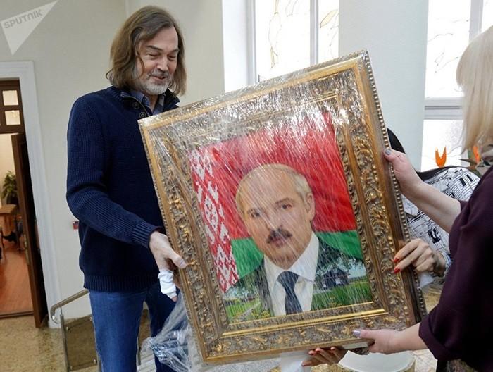 Никас Сафронов и портрет