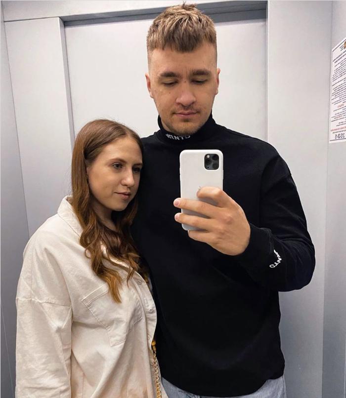 Дюшес фото с девушкой