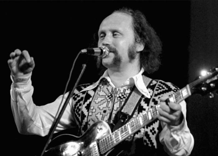 Владимир Мулявин поёт