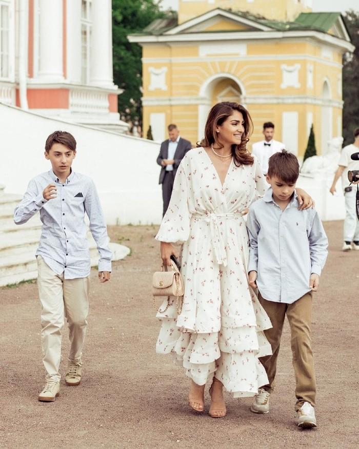 Асмик Вайе Рейтер с сыновьями